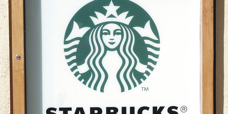 Abends bei Starbucks.