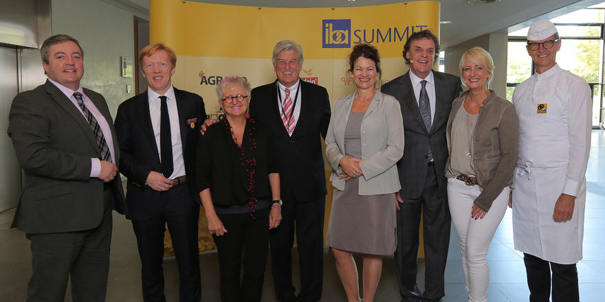 Im Gespräch beim Summit (von links): Jonathan Doughty, Eric Kayser, Gretel Weiß, Peter Becker, Hanni Rützler, Bob O'Brien, Vanessa Koch, Josef Hinkel.