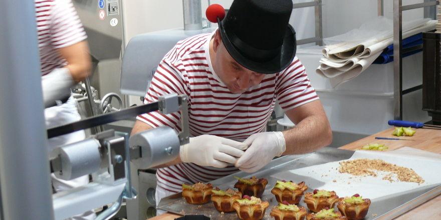 Zirkus - das Thema des Wettbewerbs zeigt sich beim spanischen Team auch bei der Kleidung.