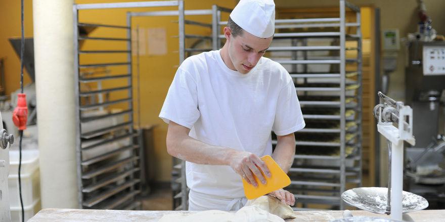 Zwei Drittel der befragten Bäcker geben an, dass für sie Backmittel in der Backstube dazu gehören.