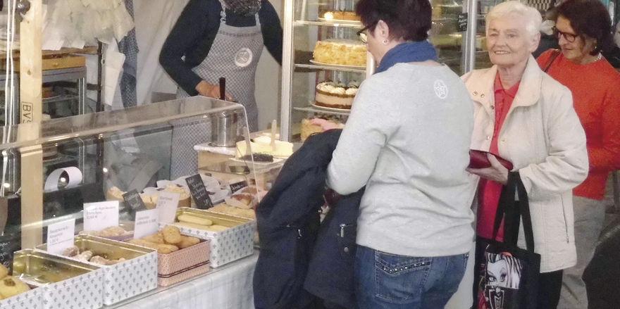 Annette Zeller kommt bis zum Abend nicht mehr zur Ruhe – das Geschäft in der Markthalle Neun brummt.