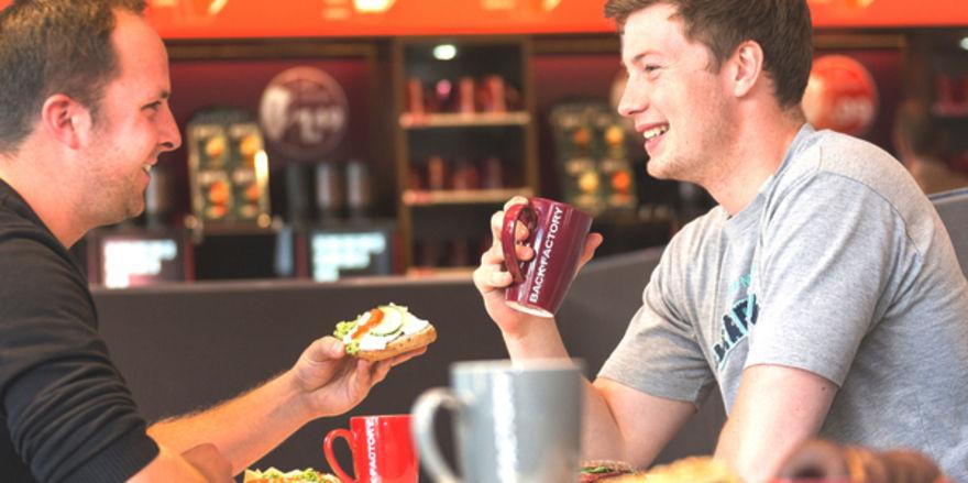 Jungen Leute nutzen zunehmend das Gastroangebot des Back-Discounters: