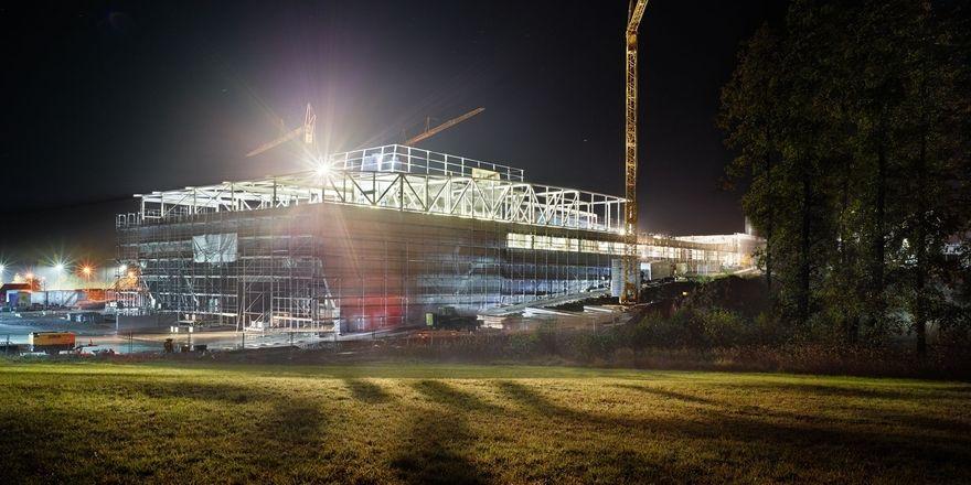 Die Arbeiten für die neue Produktionsstätte liegen im Zeitplan.