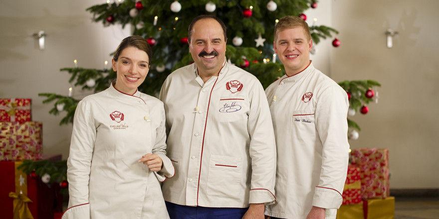Bei der Jury unterstützt wird Johann Lafer (Mitte) von der Konditorweltmeisterin Eveline Wild und dem Patissier des Jahres 2015 Ian Baker.
