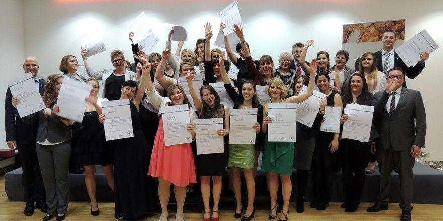 Abschlussfeier der Verkaufsleiterinnen 2015 an der Bundesakademie Weinheim mit Mitgliedern der Prüfungskommission und der Handwerkskammer.