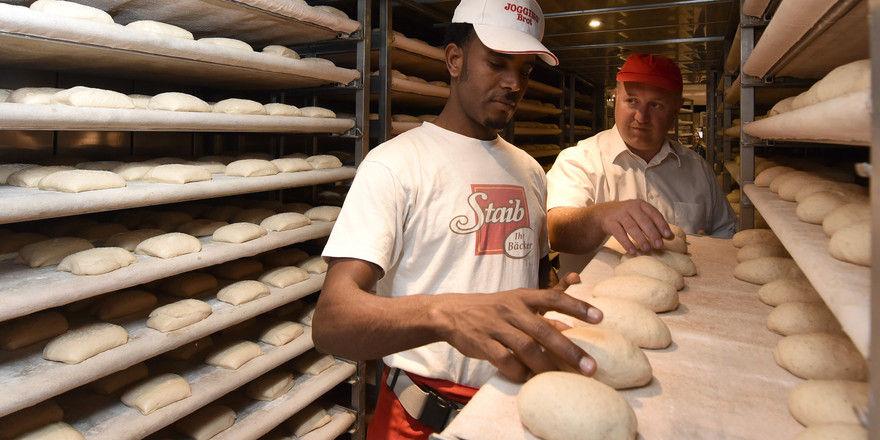 Die Bäckerei Staib in Ulm bildet Flüchtlinge zu Bäckern aus.