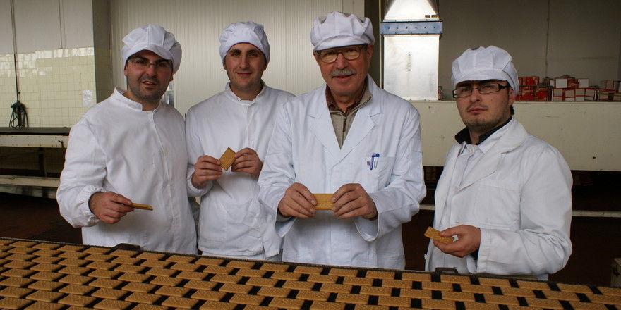 Hans-Herbert Dörfer (Mitte) ist einer von zahlreichen Bäckern, die für den SES weltweit im Einsatz sind. Aber auch im heimischen Handwerk sind Senior-Experten gefragt.