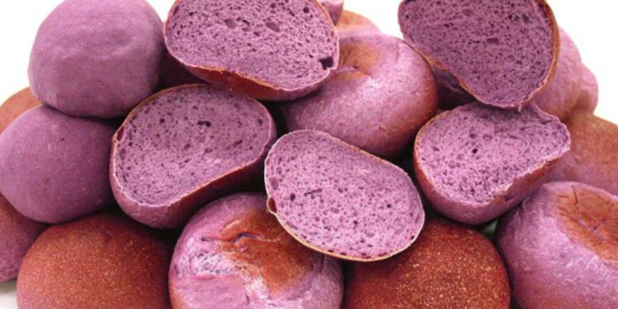 """Das """"Purple Bread"""" wird als Superfood gehandelt, hat aber genauso viele Kalorien wie normales Weißbrot."""