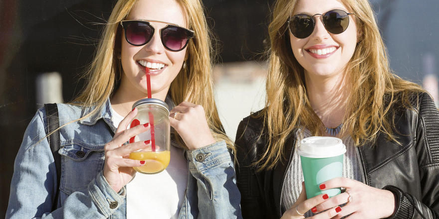 Für Viele ein Zeichen des Lebensstils: Das heiße oder kalte Getränk für unterwegs in möglichst attraktiver Umverpackung.