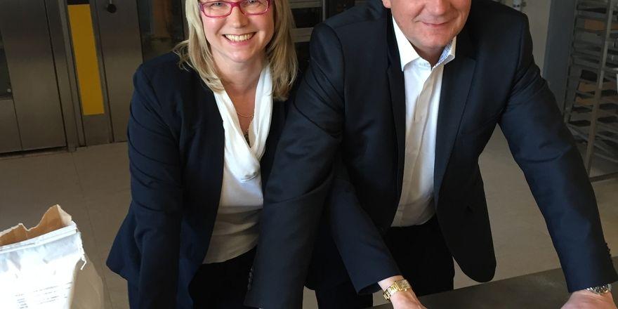 Russland-Geschäftsführerin Galina Pravdina und Backaldrin-Gechäftsführer Harald Deller im Haus des Brotes in Moskau.