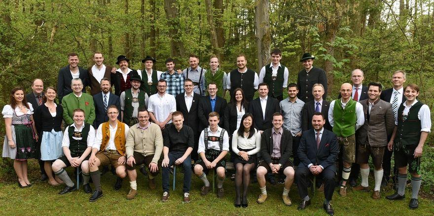 Sie freuen sich gemeinsam über Ihren Meistertitel: Die Teilnehmer des Meisterkurses der Akademie Lochham mit Heinz Hoffmann (4.v.links).