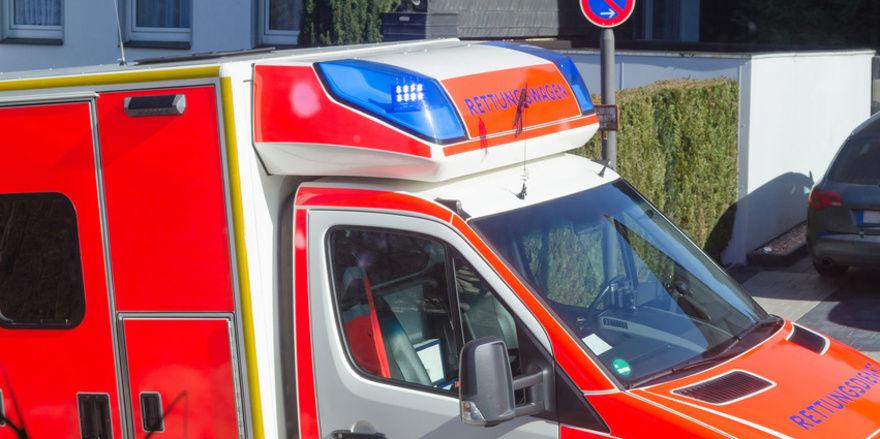 Feuerwehr und Rettungsdienst haben den verunglückten Kollegen in einer Bäckerei befreit.