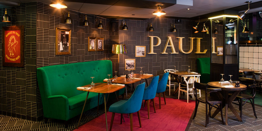 In London hat Paul auch ein Restaurant eröffnet.