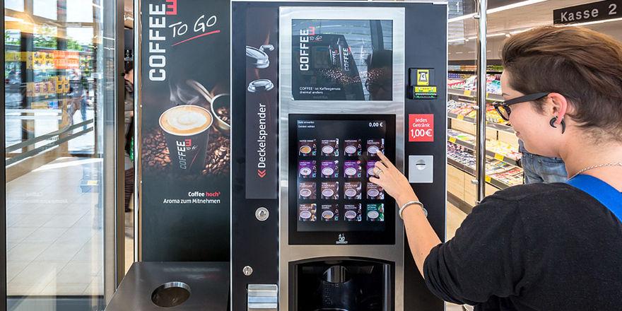 Einen Coffee To-go können sich Kunden künftig auch bei Aldi Süd holen.
