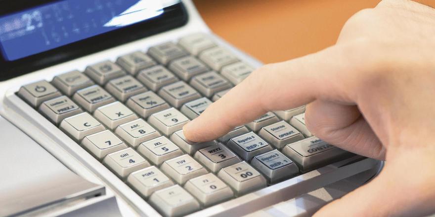 Ab Januar 2017 müssen Registrierkassen getätigte Buchungen elektronisch auslesbar abspeichern.