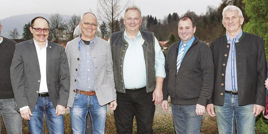 Das neue Vorstandsteam um Obermeister Erwin Weber (3. v. r.).