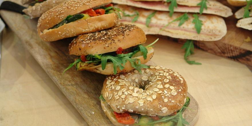 Belegte Kleingebäcke gehören zu den beliebtesten Snacks für unterwegs.