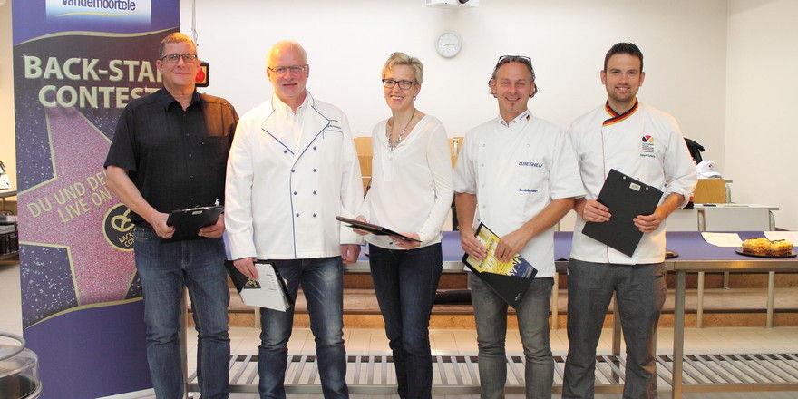 Das Juryteam bestehend aus (v.l.) Wolf Andreas Richter (Konditorei & Café - Patisserie), Bernd Mestekemper und Christina Herrmann (beide Vandemoortele), Dominik Scharf (Wiesheu) und Robert Schorp (Akademie Weinheim).