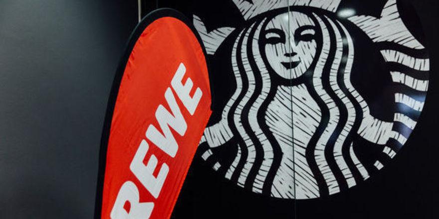 Rewe und Starbucks haben nun in München ihre erste Kombi-Filiale eröffnet.