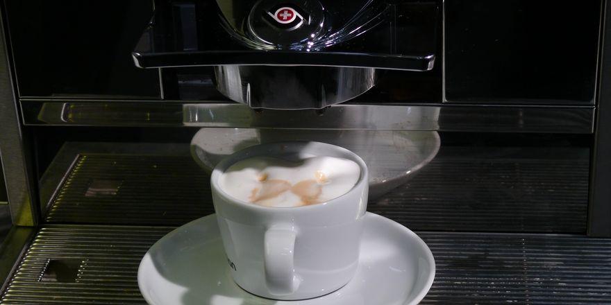 Dr. Oetker wird in Luzern das erste Café eröffnen.