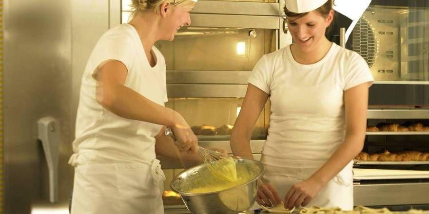 Auch im Bäckerhandwerk reißen sich Jugendliche nicht gerade um einen Ausbildungsplatz.