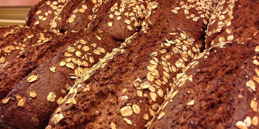Bei fehlerhafter Herstellung kann die Kruste des Brotes Acrylamid enthalten.