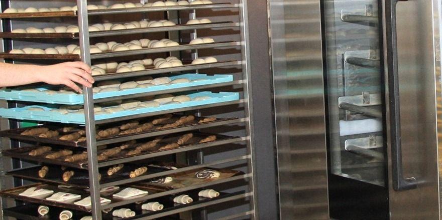Anlagen und Backöfen in Bäckereien haben einen sehr hohen Stromverbrauch - da kann eine Preiserhöhung von einem halben Cent pro kWh erhebliche Folgen haben.