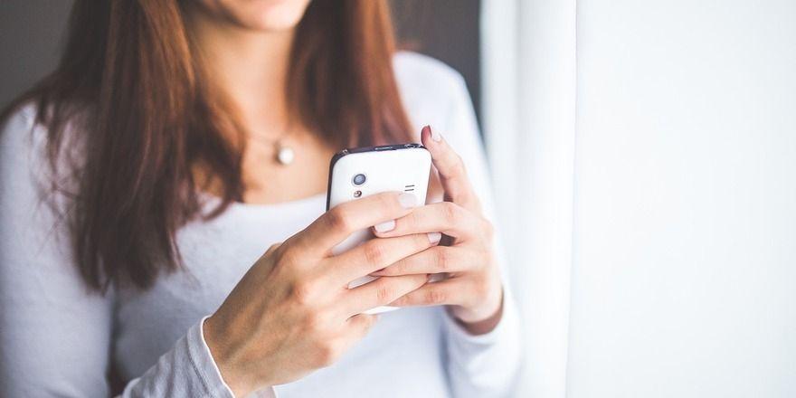 """Mit dem Handy gegen Essensverschwendung - die """"MealSaver""""-App ermöglicht es Nutzern Übriggebliebenes günstig zu kaufen."""