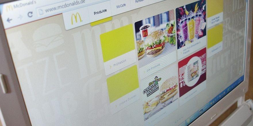 Online bestellen und sich das Essen nachhause bringen lassen – in Köln bietet McDonald's nun einen Lieferdienst an.