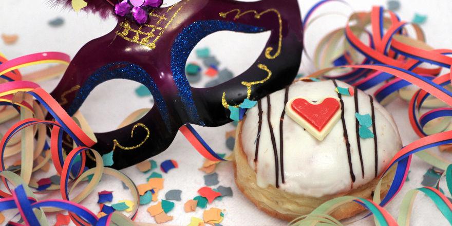 Mit Backwarendekorationen können Bäcker während der Karnevalssaison auf ihre Gebäcke aufmerksam machen.