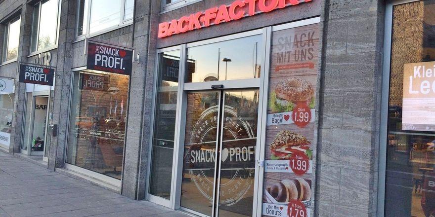 Back-Factory will in seiner Stuttgarter Filiale Gäste für den Verzehr vor Ort begeistern.