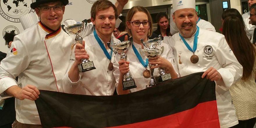 Nach der Siegerehrung (von links): Marc Mundri, Florian Siegel, Jaqueline Derichs und Siegfried Brenneis: