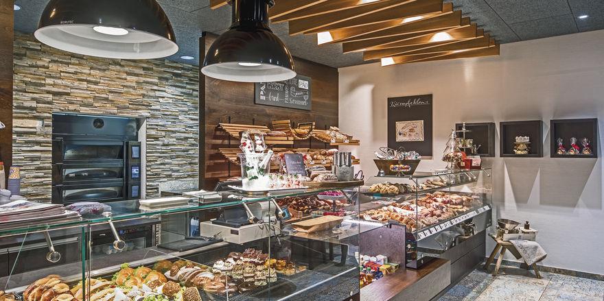Kombi-Sache: Auch wenn die Produkte im Mittelpunkt des Interesses stehen sollten, spielt die Ladeneinrichtung bei der Kaufentscheidung eine wichtige Rolle.