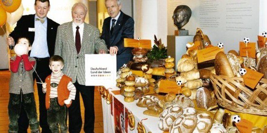 """Das """"Museum für Brotkultur Ulm"""" wurde von der Bundesregierung und der Wirtschaft als eine von 365 Stationen für jeden Tag im WM-Jahr ausgezeichnet. Kleine und große Museumsbesucher feierten die Auszeichnung mit einem """"Tag der offenen Tür"""" und einer g"""