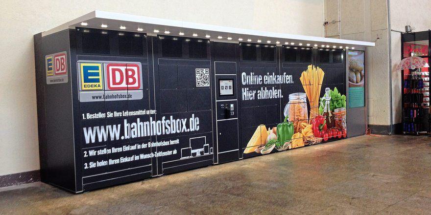 Im Stuttgarter Hauptbahnhof steht die acht Meter lange und zwei Meter hohe Abholstation.
