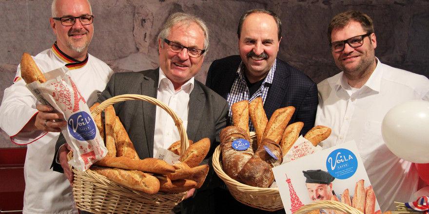 """Stellten ihr neues Gourmet-Sortiment vor (v.l.): Harald Pommer, Brot-Sommelier bei """"Der Beck"""", Siegfried Beck, Johann Lafer und Dominik Beck."""
