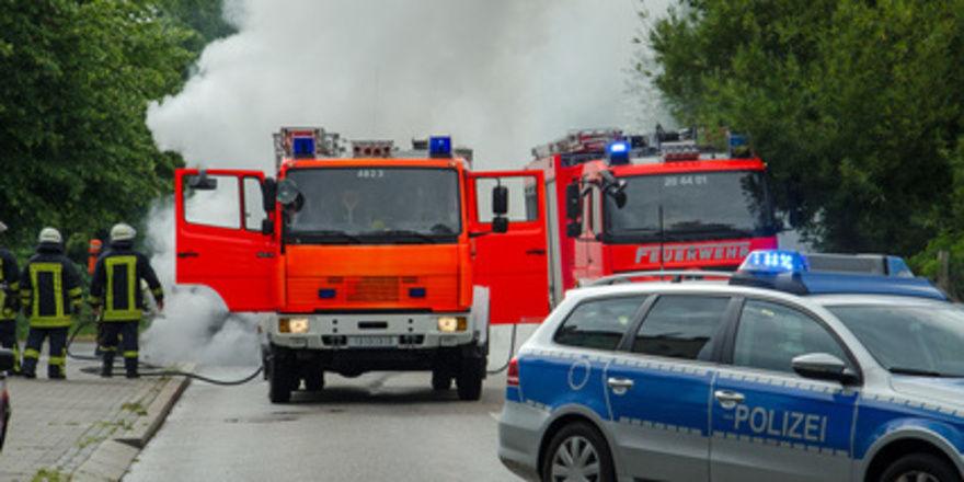Bei den Löscharbeiten auf dem Gelände der Großbäckerei waren rund 180 Feuerwehrleute im Einsatz.