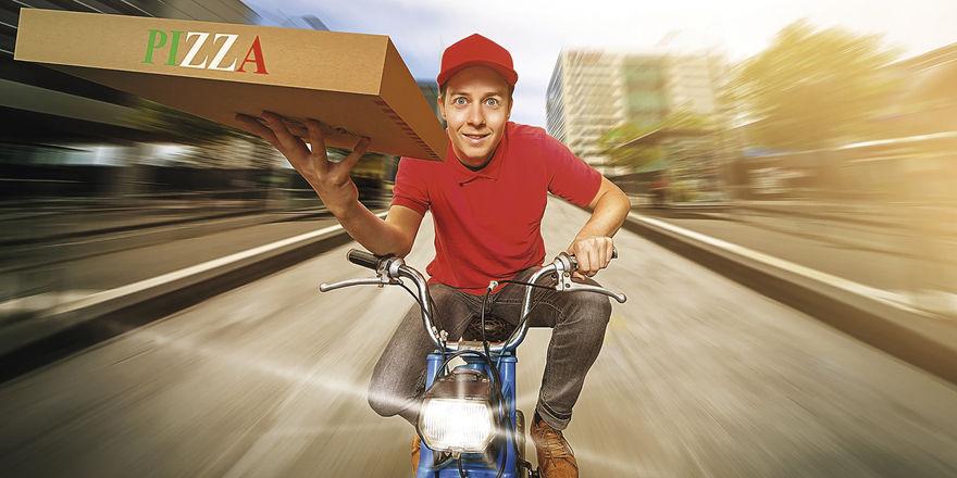 Kuriere liefern die Speisen bis nach Hause oder ins Büro.