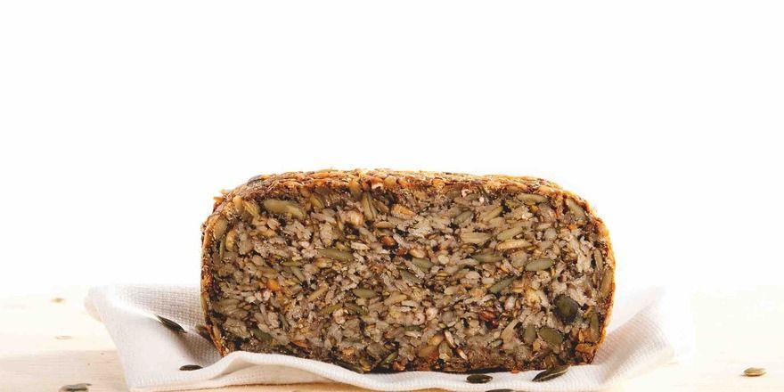 So sieht das Brot mit Hafervollkornflocken und Körnern aus.