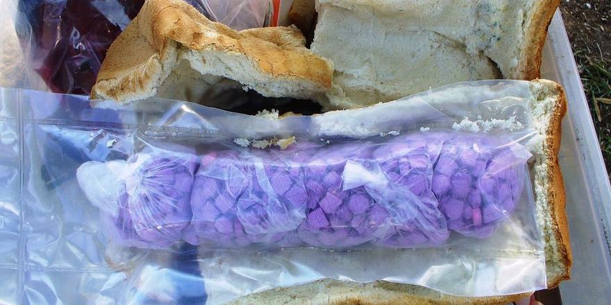 Hunderte Ecstasy-Tabletten in Weißbrot versteckt.