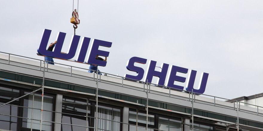 Verlegung des Firmensitzes: Das Wiesheu-Logo hat einen neuen Platz gefunden.
