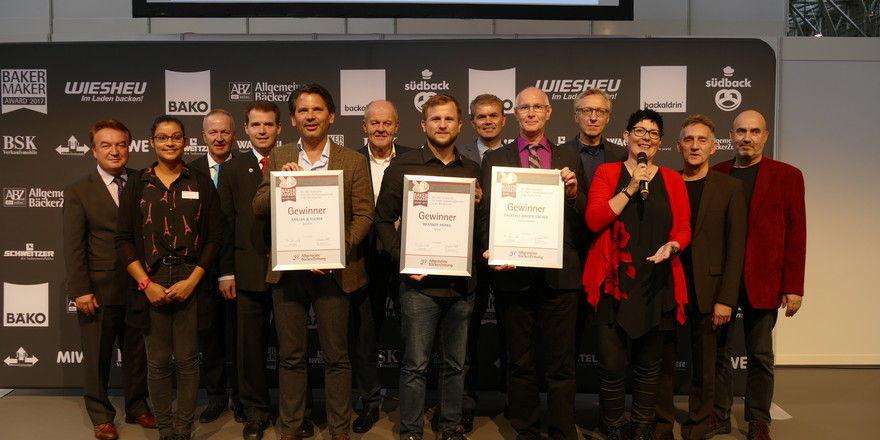 Die Preisträger, Sponsoren, Jurymitglieder und ABZ-Vertreter nach der Verleihung.