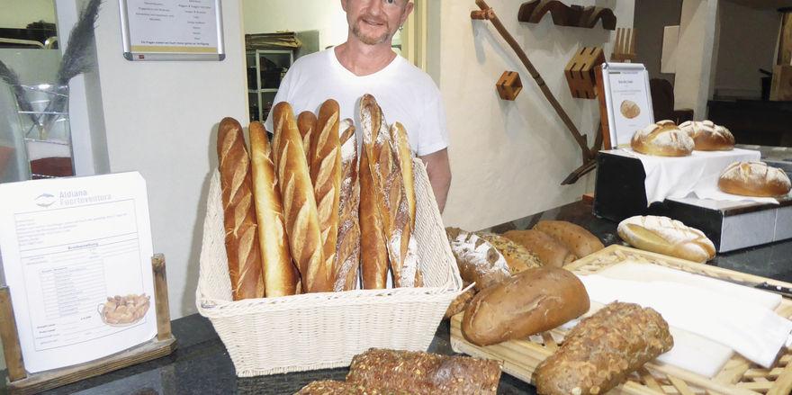 Es ist angerichtet: Jürgen Danner hinter dem Brotbuffet.