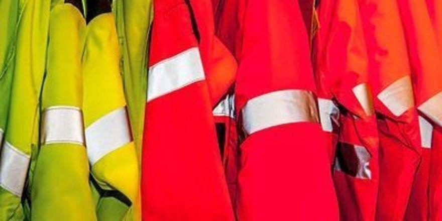Vorsicht beim Arbeitsweg im Dunkeln: Es muss nicht gleich eine Warnschutzweste sein, aber helle oder teilweise reflektierende Kleidung erhöht die Sicherheit.