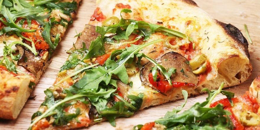 In den USA ist es jetzt möglich, per Facebook eine Pizza oder anderes Fast Food zu bestellen.
