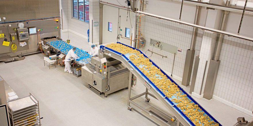 Blick in eine Cookie-Produktionsanlage von Aryzta.