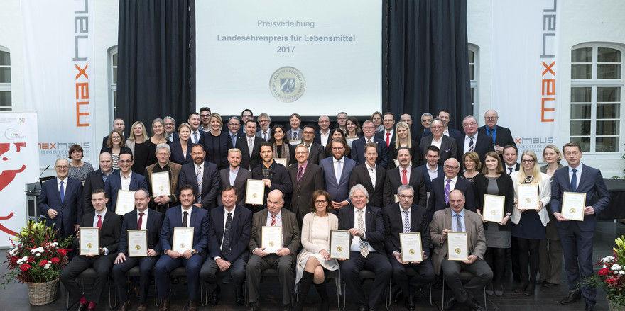Vertreter der mit dem Landesehrenpreis ausgezeichneten Unternehmen.