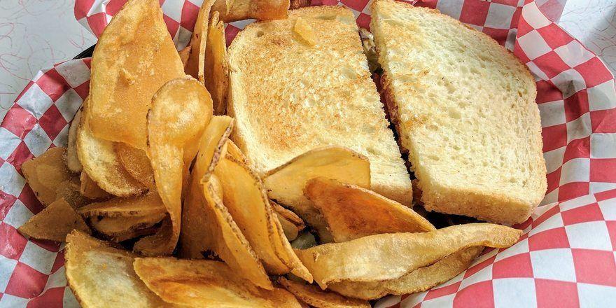 Beim Ziel, den Arcrylamidgehalt von bestimmten Produkten zu reduzieren, stehen auch das Toastbrot - und vor allem Chips im Fokus.