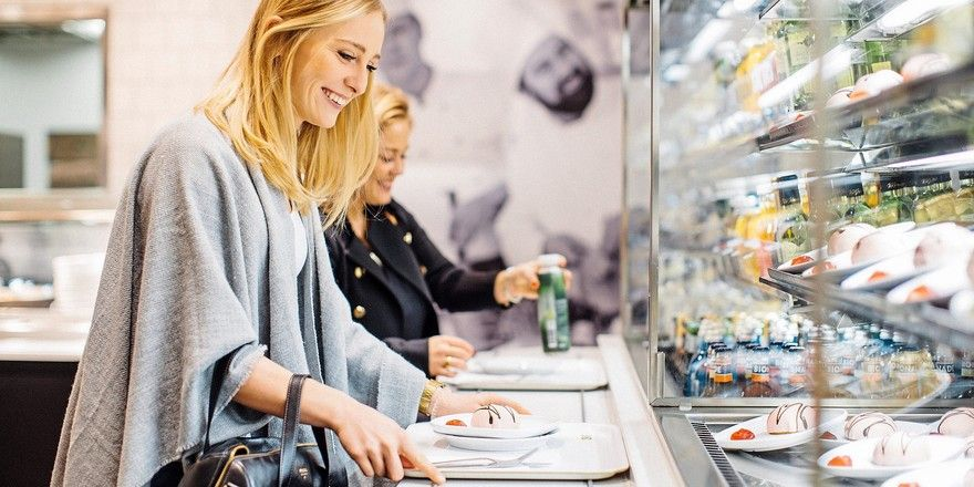 Der Selbstbedienungscharakter der Restaurants unterstützt den schnellen Außer-Haus-Verzehr.