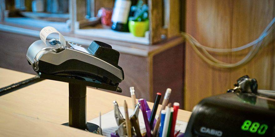 Künftig werden Kunden selbstständiger bezahlen.